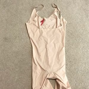 NWOT Nude Full Coverage Spanx